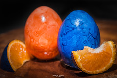 #33 #my first time with Flash #52of2017 - #orange and #blue #MacroMondays (graser.robert) Tags: 90mm d5000 flash flashlight germany lightroom macro macromondays nikon osterei ostern robertgraser tamron blue easter easteregg egg lighttime orange
