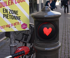 love is all around... (vreny_) Tags: love heart red herz street streetphotography france frankreich liebe rot nikon d750 stadt city strasbourg light licht