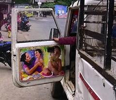 NEPAL, Auf dem Weg nach Pokhara, Autotüre- die Familie immer dabei,  16028/8289 (roba66) Tags: auto autotüre reisen travel explore voyages roba66 visit urlaub nepal asien asia südasien pokhara