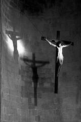 Crocifixus... (modestino68) Tags: bn bw chiesa church jusus luci lights ombre shadows croce cross muro wall fede faith enzoavitabile