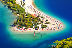 Ölüdeniz Kumburnu ( Blue Lagoon ) (Talip Çetin) Tags: ölüdeniz blue lagoon paradise parasailing fethiye muğla deniz tatil gezi spor sea holiday travel sports kum burnu belcekız plajı beach water turkuaz doğa nature orman forest tree pine yüzmek swim honeymoon balayı 12 adalar islands turkey türkiye turkish turquie türkei anadolu anatolia kumburnu turquoise plage seaside coast side shallow