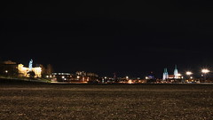 keine Wiesen (g e g e n l i c h t) Tags: nacht nachtaufnahme münchen theresienwiese beleuchtung mft lumixgx7 stadtlandschaft