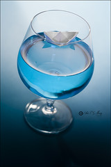 Proyecto 106/365 (Art.Mary) Tags: azul bleu blue bodegón stilllife naturemorte copa cup agua eau water canon barquito board bateau proyecto365