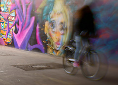 Fahrradgrafittiverschmelzung (h.ullrich) Tags: lensbaby sweet35 fahrrad streetphotography urban graffiti bewegung unscharf