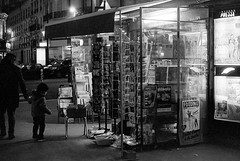 Paris in the morning (Amelien (Fr)) Tags: 147 2016 400 50f18 50mm aon analog argentique believeinfilm canon capturedonrealfilm dilutione exee epson film fuji fujifilm hc110 neopan pellicule blackandwhite bw filmisnotdead homescanned monochrome nb noiretblanc v550