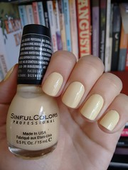 Unicorn - Sinful Colors (Mari Hotz) Tags: amarelo esmalte unha sinfulcolors