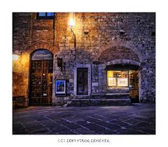 Foto Fontanelli (kalbasz) Tags: photo italy sangimignano building night photofontanelli romantic hdr tuscany colors shop door gallery