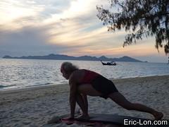 Yoga sun salutations at Kradan (15) (Eric Lon) Tags: kradanyogaavril2017 yoga sunrise salutations asanas poses postures beach plage mer thailand kradan island ile stretching flexibility etirement souplesse body corps fitness forme health sante ericlon