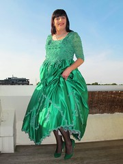 Green heels (Paula Satijn) Tags: girl dress gown green skirt satin silk silky shiny ballgown gurl tgirl pumps heels shoes happy smile joy outside sky
