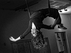 Back Home ¬ 20170422_0897 (Lieven SOETE) Tags: 2017 brussels bruxelles belgium eu sintjansmolenbeek molenbeeksaintjean art artistic kunst artistik τέχνη arte искусство social socioartistic culture cultuur kultur performance festival apresentação espetáculo feminine 女士 weiblich féminine femminile mulheres девушка девушки body corpo cuerpo corps körper dancer danseuse tänzerin balerina ballerina bailarina ballerine danzatrice dançarina lady woman female vrouw frau femme mujer mulher donna жена γυναίκα женщина краснодар krasnodar acrobatic cirque circus circo