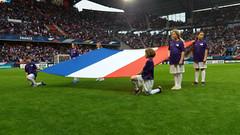 17_porteuses_drapeau