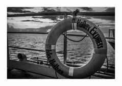 IMG_7741 (Carlos M.C.) Tags: holbox mañana madrugada despertar blanco negro color barco bote lancha ferry camarote rojo azul salvavidas amarre cuerda botes