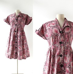 1950s red and pink paisley print cotton dress (Small Earth Vintage) Tags: smallearthvintage vintagefashion vintageclothing dress 1950s 50s paisley cotton red pink buttons