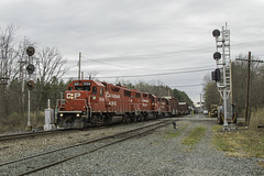 Change at Crescent (Thomas Coulombe) Tags: canadianpacific cp d45 emdgp382 gmdgp382 gp382 freighttrain train signals searchlights crescent newyork