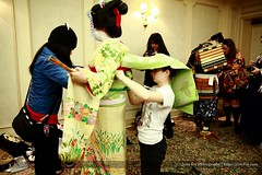 Adjusting Our Maiko's Darari Obi (Kurokami) Tags: show flowers ladies girls woman anime flower floral girl fashion japan lady hair asian japanese women asia traditional north geiko ornament ornaments geisha kimono obi kitsuke meiko juban tsumami kanzashi 2013 darari hikizuri haneri susohiki