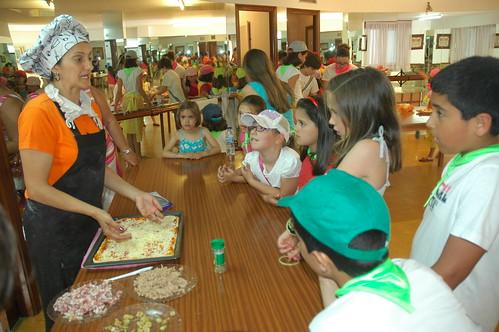 Ribeira: 34 rapaces aprenden comidas saudables nunha ximcana