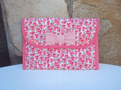 Kit Higiene bucal (Atelier Panos e Retalhos) Tags: flores bag quilt handmade sewing fabric cotton z patchwork escova tecido laço escovadedente costura bolsinha retalho necessaire higiene estampado feitoamão trabalhoempatchwork