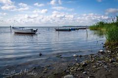 Boote im Bodden (Lichtwert) Tags: panorama deutschland meer natur boote rgen ostsee kste seefahrt bodden mecklenburgvorpommern landschaftsaufnahmen silmenitz garzrgen anglerhafen