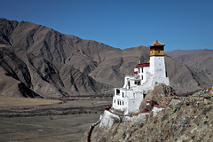 Yumbulagang - the first house of Tibet, Yarlung Valley. (eriktorner) Tags: sun moon temple im symbol top stupa buddhist january buddhism palace tibet kings tibetan chorten prayerflags civilisation cradle tempel yarlung firsthouse lagang lungta lakang yumbulakang symboler yumbu yarlungriver imsoir yarlungdynasty tibetanempire jumbulakang yumbulagan