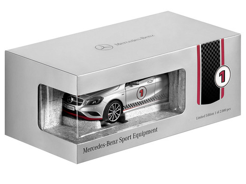 Mercedes-Benz Accessories GmbH auf der IAA 2013: Modellauto A-Klasse in Polarsilber mit Mercedes-Benz Sport Equipment im Maßstab 1:18 von Norev. Limitiert auf 2000 Stück. Preis: 69,90 Euro (unv. Preisempfehlung, inkl 19% MwSt.), Artikelnummer B6 696 0334M