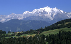 Cordon, massif du Mont-Blanc (Ytierny) Tags: panorama france horizontal montagne village altitude paysage arbre montblanc sapin massif hautesavoie cordon nv alpesdunord ytierny