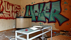 Haler (Kolini Photo) Tags: life street old streetart magasin streetphotography bretagne tags exploration nantes 44 boulangerie urbain graffitis urbex industriel désaffecté