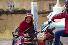 Tibetans are always up for a laugh, Tibet 2013 (reurinkjan) Tags: 2013 dzachuka བོད་ལྗོངས། ©janreurink tibetanplateauབོད་མཐོ་སྒང་bötogang tibetབོད sershulསེར་ཤུལ།county herdofyaksགཡག་སྡེ་yakdé nomadསོག་ཡུལ་གྱི་འབྲོག་པsokyülgyindrokpa individualnoncollectivizednomadsཁེར་རྐྱང་འབྲོག་པkherkyangdrokpa nomadswhoareadeptattamingcattleཕྱུགས་འདུལ་བ་ལ་རབ་ཏུ་མཁས་པའི་འབྲོག་པchundülbalaraptukhepédrokpa nomadrichincattlecattlewealthཕྱུགས་ཀྱིས་ཕྱུག་chukkyichuk nomadmanཕོ་ཁྱོ་ཁྱོ་འབྲོག་པ་phokhyobrogpa khamཁམས།easterntibet nomadsའབྲོག་པ།brogpadrokpa ༢༠༡༣ khamཁམས་བོད khamsbodkhamwö