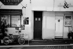 2014.03.16 Yokohama (nobring) Tags: street leica blackandwhite bw film monochrome blackwhite streetphotography 400tx d76 summicron yokohama m3     undiluted bwfp 7n4vju