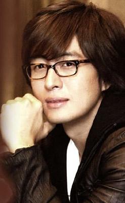 1272969074-bae-yong-joon-kim-hyun-joong-8