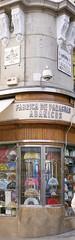 Fächer/Abanicos (mobilix) Tags: fächer schirme madrid sol spanien flamenco geschäft ecke fusgängerzone brauchtum tradition einsonce kw077372 puertadelsol abanicos paragues