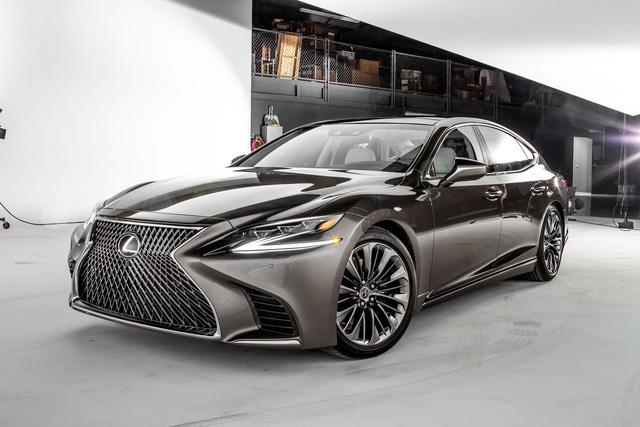 Hé lộ hình ảnh của sedan thể thao Lexus LS500 F Sport 2018 - Ảnh 2.