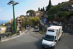 Taormina (Maddes91) Tags: sizilien sommer 2016 italien etna urlaub nikon d80 taormina alltag lieferwagen seilbahn strase berge kurve hang autos