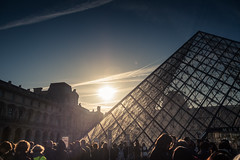 A l'ombre de la pyramide... / The Shadow of the Pyramid (Gilderic Photography) Tags: paris france museum musée louvre architecture pyramide sun morning people sky glass canon 500d gilderic