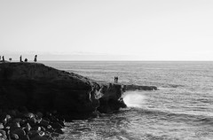 Move Love (_Ruby Huang_) Tags: sea sunset bnw blackandwhite bw nikon d800 50mm prime lens monochrome ocean waves cliffs san diego california socal pacific stayandwander dreamers candid moments memories beach