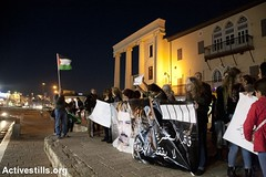 Protest in support of hunger-striking prisoners, Jaffa, 25.4.2017 (Activestills) Tags: prisonerssolidarity protest vigil jaffa hungerstrike politicalprisoners israel demonstration flag palestine occupation palestinians48 topimages haidimotola