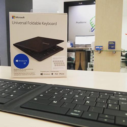Encuentra en @compudemano el nuevo teclado plegable de Microsoft ideal para cualquier dispositivo móvil. Visita nuestra tienda o llámanos Celular/WhatsApp (316) 425 4777. #cadadiamejor #microsoft #teclado #like4like #like4like