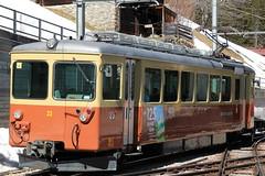 Triebwagen Be 4/4 Nr. 23 der BLM Bergbahn Lauterbrunnen – Mürren ( Baujahr 1967 - Hersteller SIG BBC SAAS - Schmalspur Meterspur ) am Bahnhof Mürren BLM im Kanton Bern der Schweiz (chrchr_75) Tags: albumzzz201703märz märz 2017 hurni christoph chrchr chrchr75 chrigu chriguhurni schweiz suisse switzerland svizzera suissa swiss kantonbern bern kanton hurni170316 albumbahnenderschweiz201716 albumbahnenderschweiz schweizer bahnen eisenbahn bahn blm bergbahn lauterbrunnen mürren berner oberland schmalspur schmalspurbahn meterspur