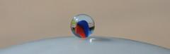 Tout en rondeur... (Pi-F) Tags: bille sphère rond courbe bleu rouge blanc équilibre éclat lumière verre rondeur sulfure composition flamme paysage transparence déformation