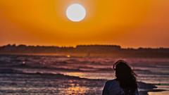 En su último suspiro, el sol ilumina tu cara (Ignacio M. Jiménez) Tags: ignaciomjiménez sol sun sunset atardecer playa beach mar sea puntaumbria huelva andalucia andalusia españa spain