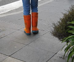 rbcb 0269_711071 - IN ORANGE, IS GREAT - (roberyrubber) Tags: boots rubberboots outdoors unisexrubberboots orangerubberboots dunlopboots dunlop gumboots unisex