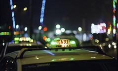 Taxi Parisien (Fabio Sabatini) Tags: taxi cab parisien paris france film kodak kodakfilm gold400 asahi pentax spotmaticspii zenit helios85mmf15 believeinfilm ishootfilm filmisnotdead