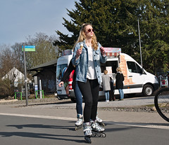 Rolling and icecream (diarnst) Tags: outdoor wuppertal nordbahntrasse mädchen girl skating inline eis icecream