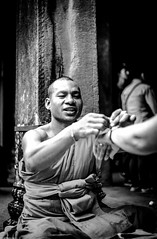 Angkor Wat Monks (innlai) Tags: angkor wat siam reap cambodia monks canon 5dmkii 50mm f18 stm