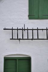 Weinviertel Niederösterreich Bogenneusiedl_DSC0015 (reinhard_srb) Tags: weinviertel niederösterreich bogenneusiedl weinkeller kellergasse tür grün holz leiter mauer dachboden luke presshaus weiss