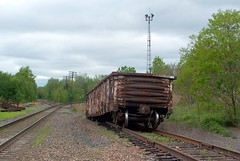 derailed in Hudson, PA (Hank Rogers) Tags: pictures railroad car train spur photo track photos crash accident pennsylvania picture rr pa gondola canadianpacific hudson runaway plains cp soo derailed wilkesbarre derail derailment 63907 sunburyline sunburysub sunburysubdivision plainstownship soo63907 plainstwp
