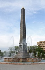 IMG_9392 A (markh0421) Tags: monument fountain nhl indianapolis indiana obelisk northst 317 northstreet michiganstreet nationalhistoriclandmark nationalregisterofhistoricplaces veteransmemorialplaza meridianst meridianstreet nrhp pennsylvaniastreet michiganst walkerandweeks walkerweeks indianaworldwarmemorialplaza
