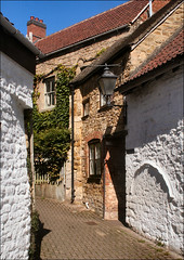 Back Streets of Dursley (Canis Major) Tags: lamp gloucestershire lane markettown secluded sidestreet dursley