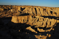 Kel and Brooke @ Mungo lunettes (kelliejane) Tags: blue sky sand desert australia roadtrip erosion nsw newsouthwales outback lunar mungo mungonationalpark lunarlandscape westernnsw westernnewsouthwales kelliejane kgbroadtrip westernnswwesternnewsouthwales