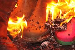 w5 (sim_hom) Tags: burning wellies