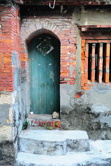Zuoying Doorway 3 (Bob Hawley) Tags: houses architecture buildings asia doors traditional kaohsiung streetscenes zuoying afnikkor2885f3545 nikond300